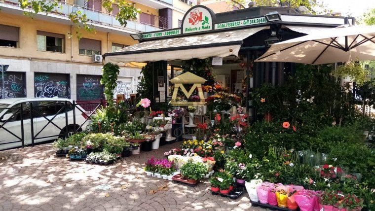 GIULIO AGRICOLA – Chiosco con annesso spazio esterno