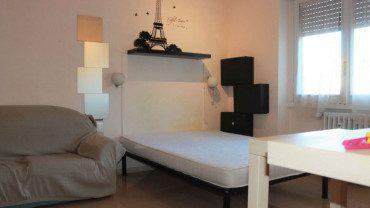 TUSCOLANA – Ampio monolocale in affitto